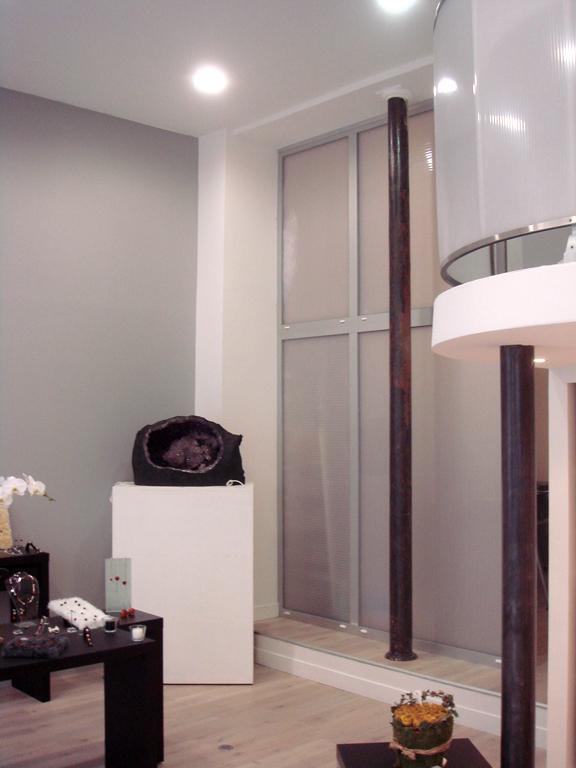 lg architectures blog archive paris vienne amenagement d un commerce. Black Bedroom Furniture Sets. Home Design Ideas